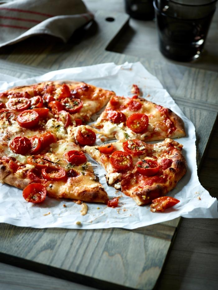 TomatoThymeFetaPizza_v2_12543